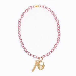colar-corrente-colorido-com-pingente-de-chave-e-cadeado-de-coracao-rosa-dourado