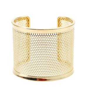pulseira-bracelete-com-textura-de-furinhos