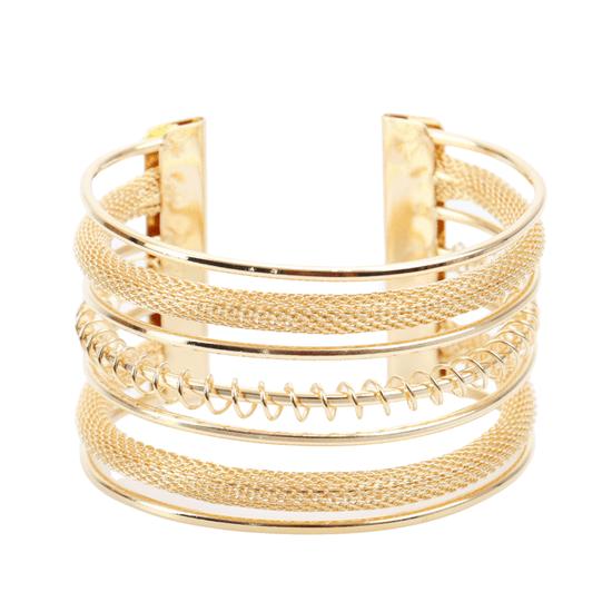 pulseira-bracelete-com-textura-de-manta-de-metal-dourado