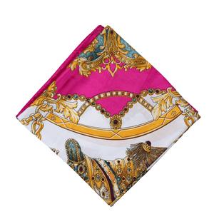 lenco-feminino-estampado-fernanda-modelo-1