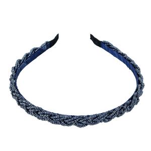 Tiara-fina-de-micanga-trancada-laura-azul
