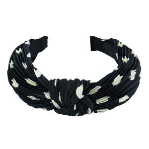 Tiara-Com-No-de-Bolinhas-e-Tecido-Franzido-preta
