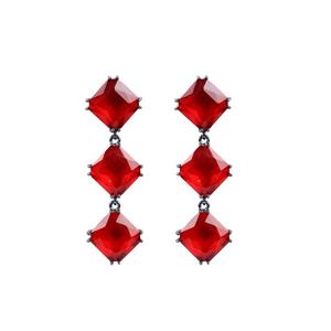 Brinco-de-Pedraria-losango-vermelho