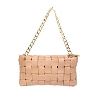 Bolsa-Pequena-Lisa-Com-Textura-em-Couro-Sintetico-Trancado-nude